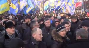 8:53 - People at Maidan form into files for the procession