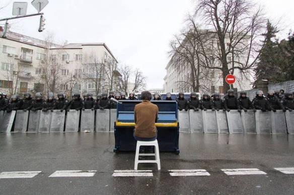 Pianist plays John Lennon's IMAGINE on the anniversary of hs death, Dec 8, 2013, to riot police on Kiev's Bankova Street. Photo: Nastya Stanko?