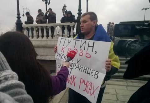 Putin, you have blood of Ukrainians and Russians on your hands. (Photo: Twitter Youth Yabloko)